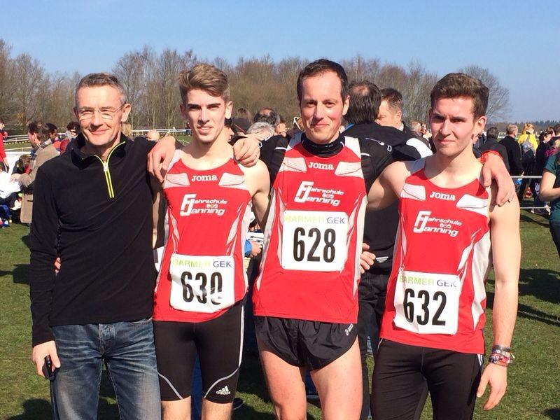 Bilder vom Lauf der Männer Mittelstrecke. Gerd Janning, Kilian Muke, Ich, Felix Volmer